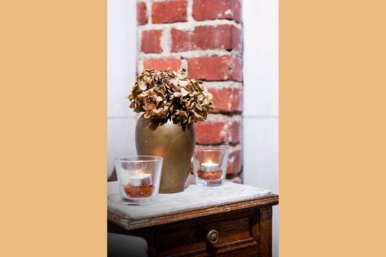 wazon w pokoju rubin