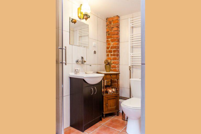 łazienka w pokoju rubin