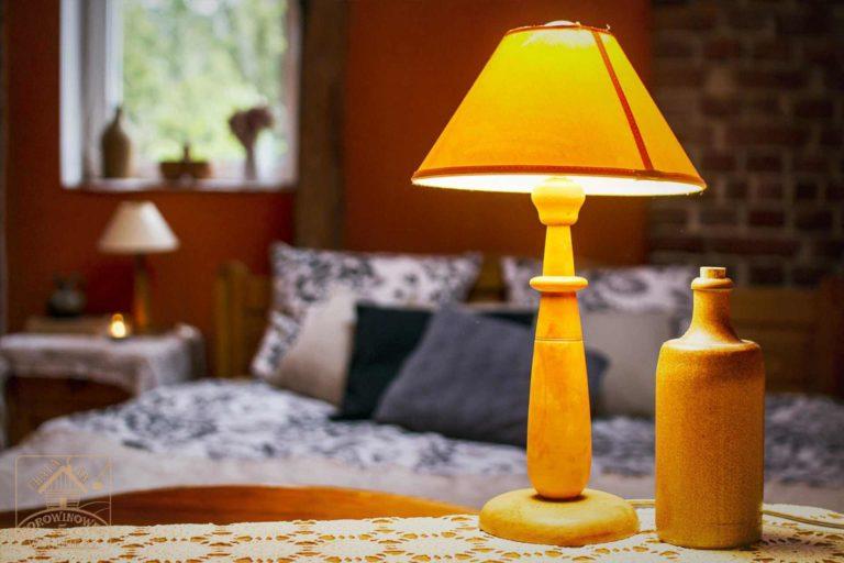 lampa w pokoju kwarc
