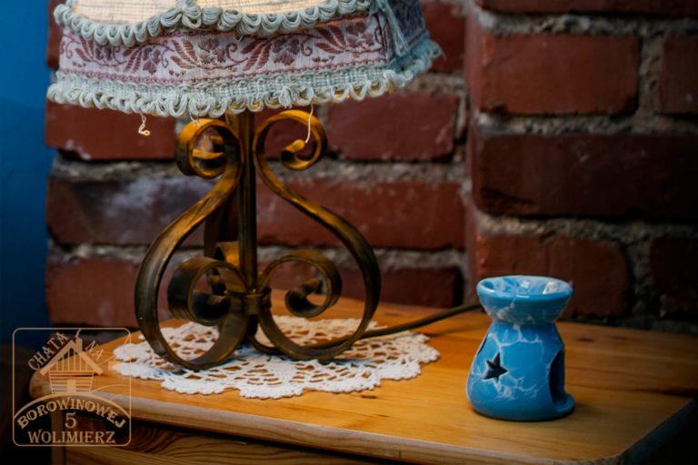 lampa w pokoju topaz